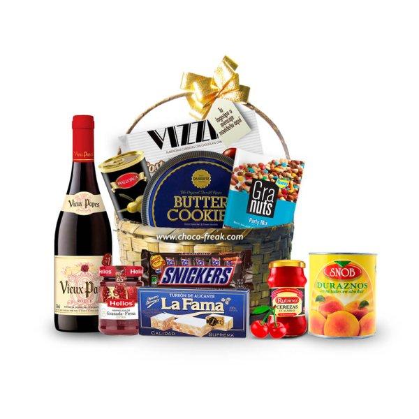 Canasta navideña de mimbre con productos gourmet