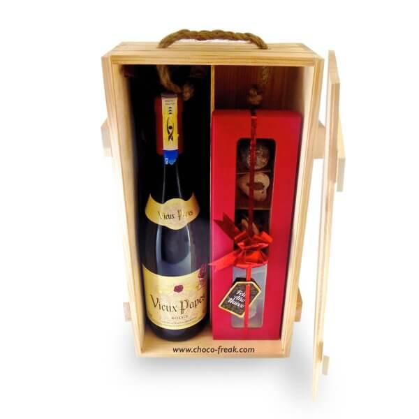 Caja de madera de pino con botella de vino y 6 trufas de chocolate gourmet. Regalos a domicilio con envío a Quito Guayaquil y Ecuador.