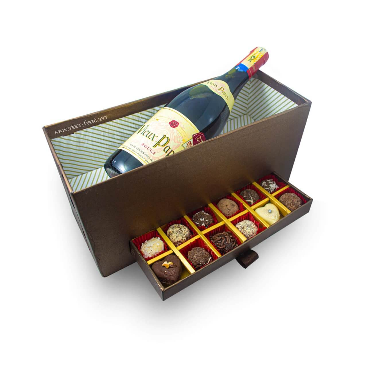 Regalos a domicilio en Quito Guayaquil Ecuador. Mix de trufas de chocolate gourmet y botella de vino. En cajita de carton duro reutilizable.