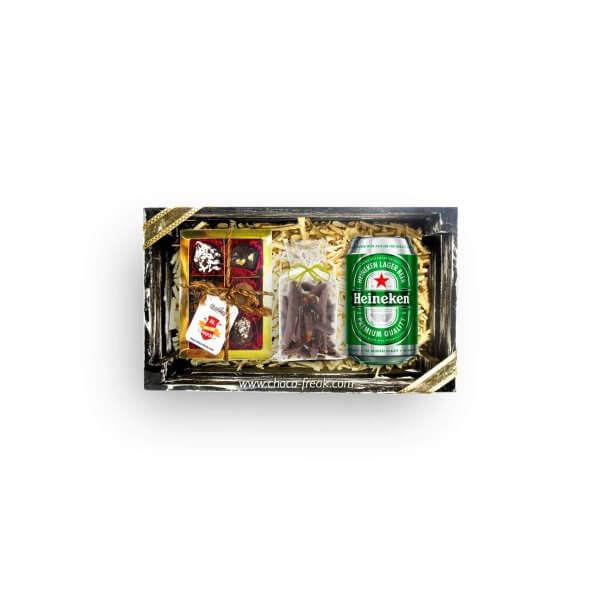 Regalos por el Día del Padre Quito Guayaquil Ecuador. Bandeja de madera pequeña con cerveza y chocolates.